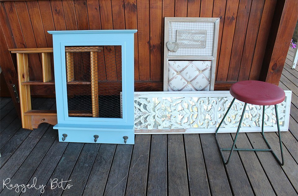 Come along and join us for a fun 5 Day Thrifting Painting Challenge. Where I share different ways you can give thrifted items or items around your home a new lease on life   www.raggedy-bits.com   #raggedybits #5daychallenge #paint #thrifted #farmhouse #vintage #fusionmineralpaint #sweetpickinsmilkpaint #mmsmilkpaint #diy