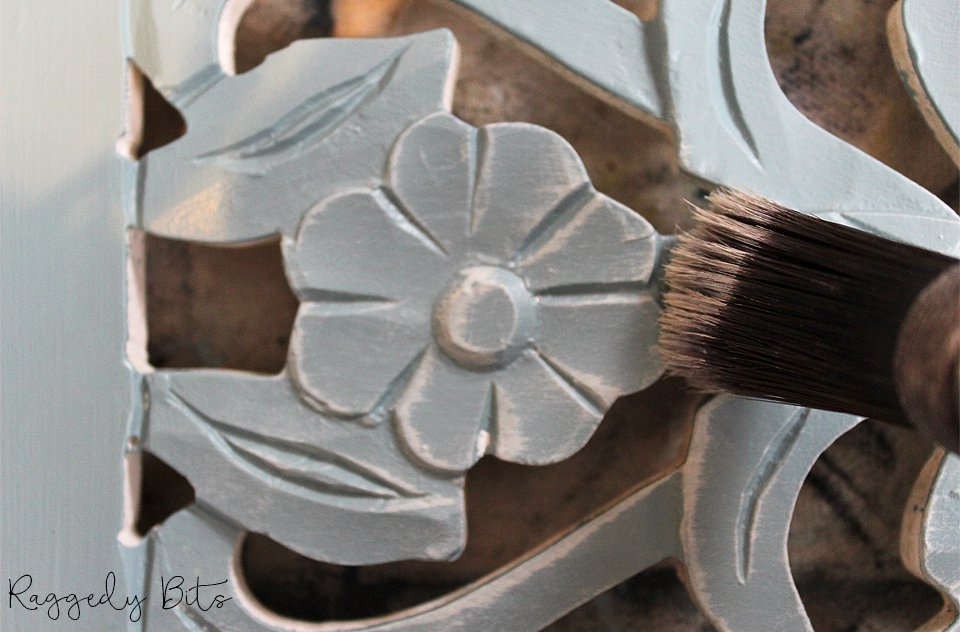 Project 3 of our 5 Day Thrifting Painting Challenge   How To Paint Farmhouse Using The Dry Brush Technique   www.raggedy-bits.com
