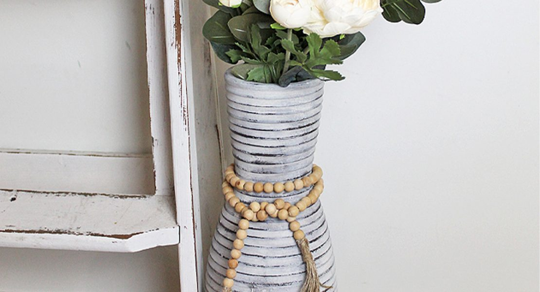 See how to give an Old Pottery Vase a farmhouse look using some Miss Mustard Seed Milk Paint and a wooden bead garland | www.raggedy-bits.com | #raggedybits #diy #missmustardseedmilkpaint #paint #upcycle #repurpose #pottery #farmhouse