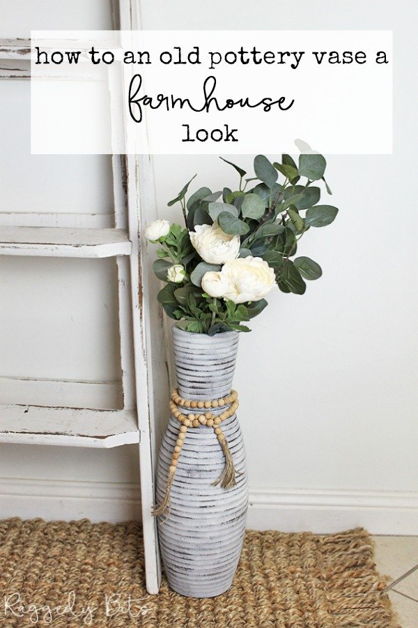 See how to give an Old Pottery Vase a farmhouse look using some Miss Mustard Seed Milk Paint and a wooden bead garland   www.raggedy-bits.com   #raggedybits #diy #missmustardseedmilkpaint #paint #upcycle #repurpose #pottery #farmhouse