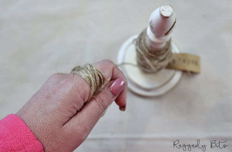 How to make an easy Farmhouse Wooden Bead Garland step by step tutorial | www.raggedy-bits.com | #raggedybits #DIY #homedecor #farmhouse #decorate
