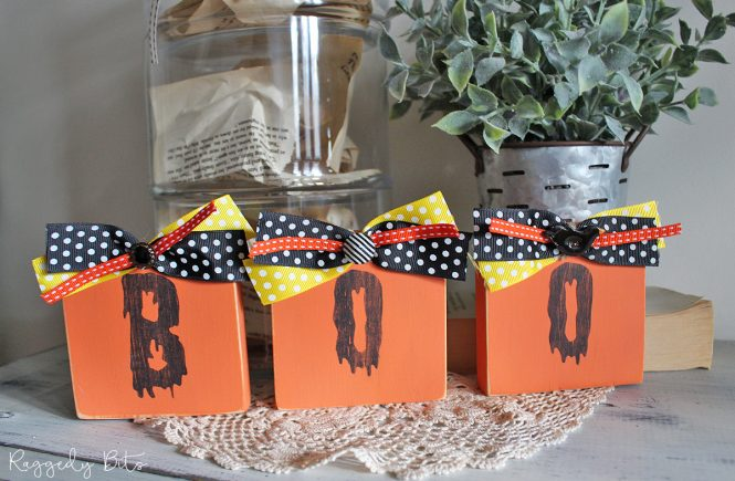 Using some pine and some Fusion Mineral Paint see how to make Wooden Halloween Boo Blocks | www.raggedy-bits.com | #raggedybits #DIY #fusionmineralpaint #stencil #halloween #homedecor