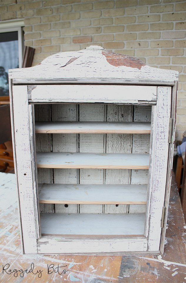 Sharing a fun way to breath new life into an old farmhouse cupboard | How To Stamp An Old Farmhouse Cupboard | www.raggedy-bits.com | #raggedybits #DIY #fusionmineralpaint #furniture #farmhouse #repurpose #upcycle