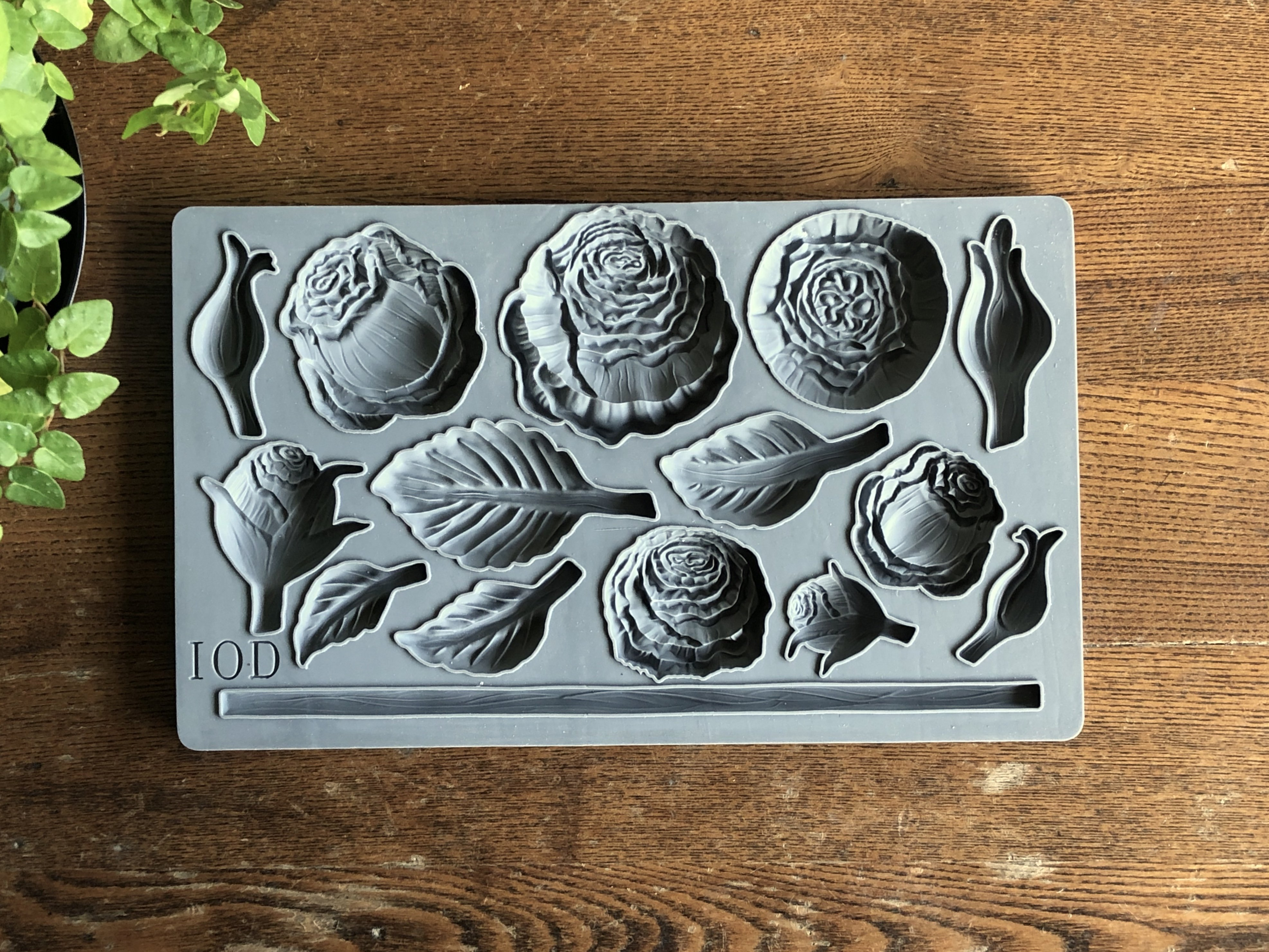 Have fun adding texture to your projects with these Iron Orchid Designs Decor Moulds -Heirloom Roses   www.raggedy-bits.com   #raggedybits #IOD #HeirloomRoses #texture #DIY #Moulds