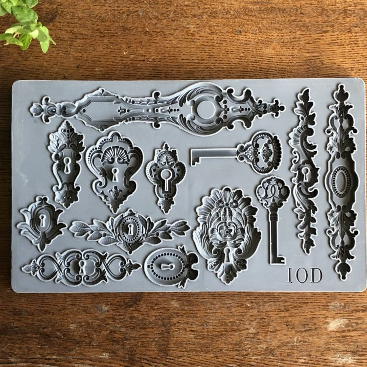 Have fun adding texture to your projects with these Iron Orchid Designs Decor Moulds -Lock And Key | www.raggedy-bits.com | #raggedybits #IOD #LockAndKey #texture #DIY #Moulds
