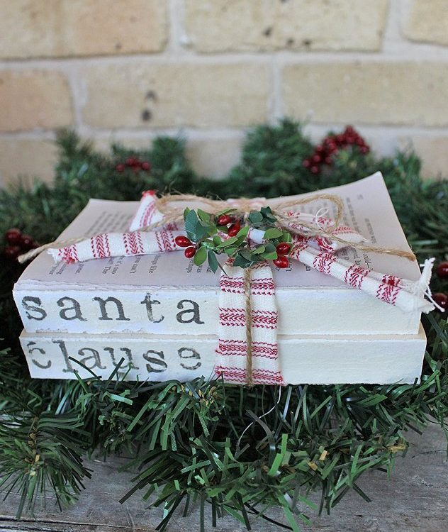 Have fun decorating this Christmas with these Vintage Farmhouse Christmas Book Stacks | www.raggedy-bits.com | #raggedybits #bookstacks #vintage #farmhouse #christmas