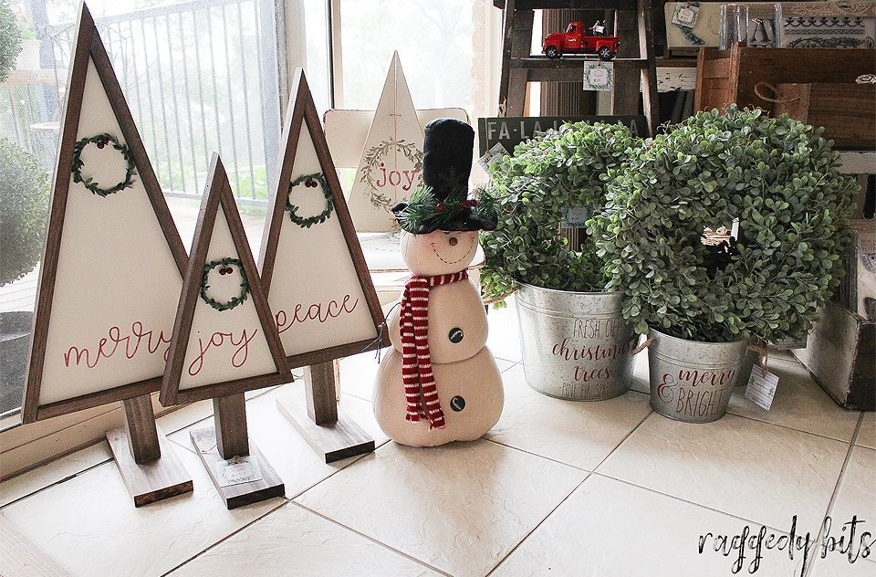 Vintage Farmhouse Christmas Wreath Trees painted with Fusion Mineral Paint - Raw Silk, Coal Black, Chocolate and Cranberry | www.raggedy-bits.com | #raggedybits #christmas #trees #Handmade #farmhouse #vintage #fusionmineralpaint #cranberry  #rawsilk #chocolate