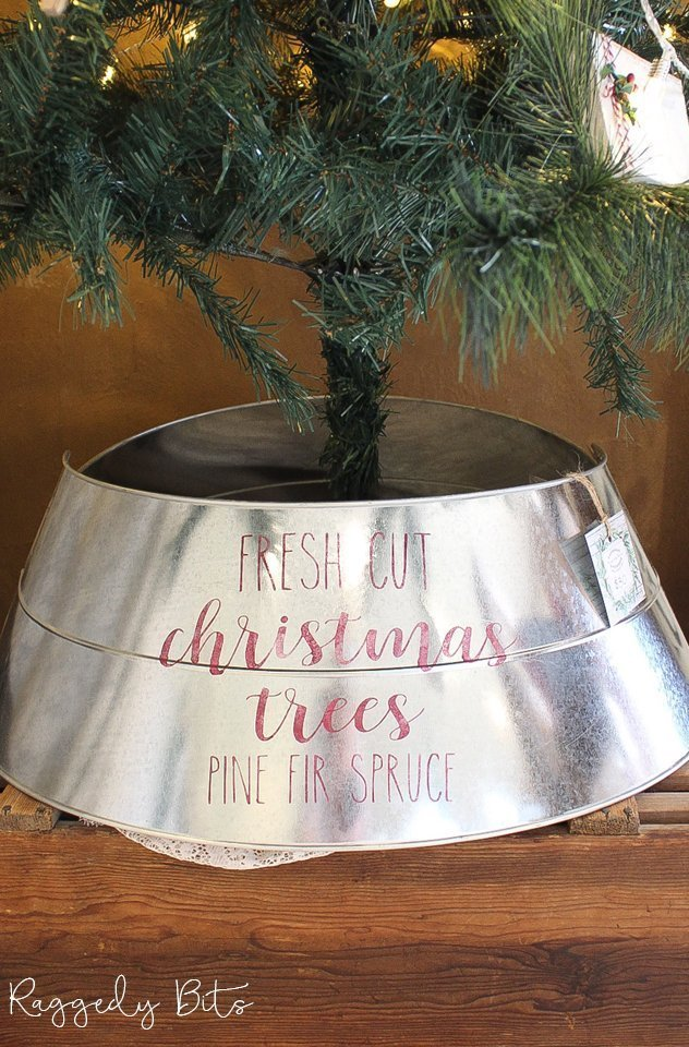Hide away the bottom of your Christmas Tree with this Vintage Farmhouse Galvanized Tree Skirt   www.raggedy-bits.com   #raggedybits #christmas #farmhoue #vintage #treeskirt