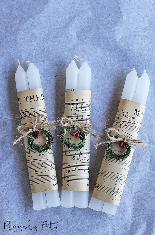 Have fun decorating this Christmas with these Vintage Farmhouse Music Sheet Candles | www.raggedy-bits.com | #raggedybits #candles #vintage #farmhouse #christmas