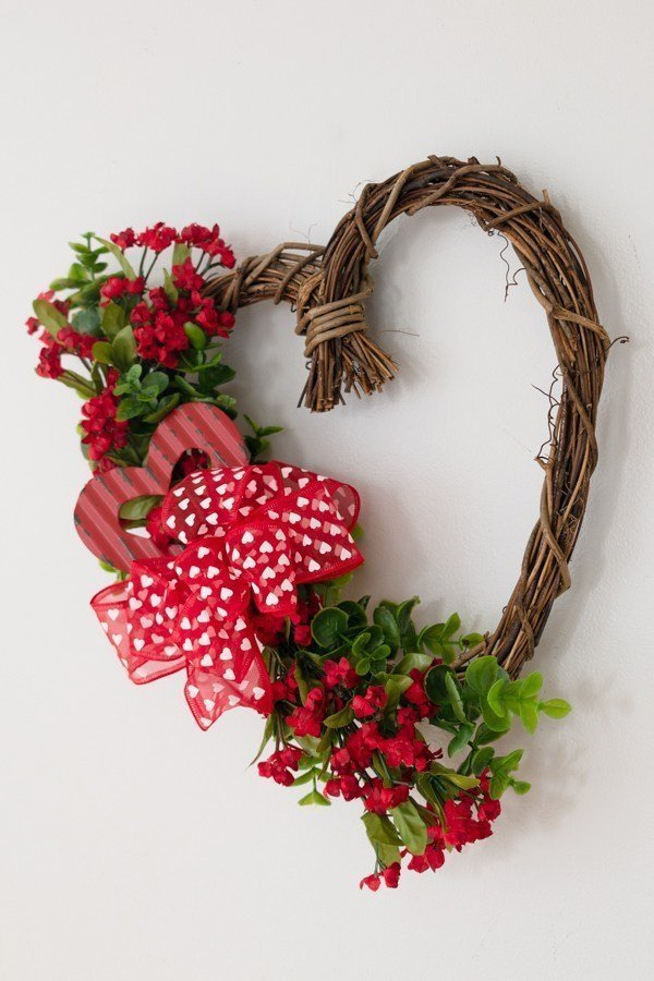 Adorable DIY Heart Wreath which is a feature for Waste Not Wednesday-190 by Petals Pies and Otherwise   www.raggedy-bits.com