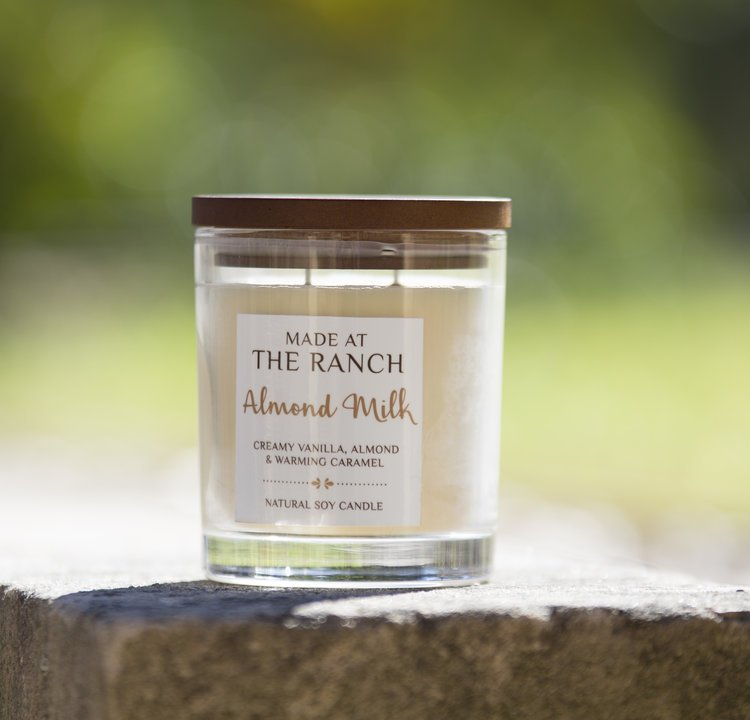 Get your senses going with this delicious Almond Milk Candle | www.raggedy-bits.com | #raggedybits #soycandles #homedecor #vintage #farmhouse