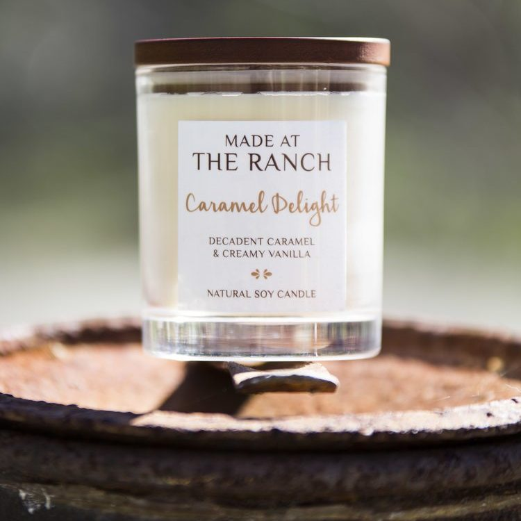 Get your senses going with this delicious Caramel Delight Candle | www.raggedy-bits.com | #raggedybits #soycandles #homedecor #vintage #farmhouse