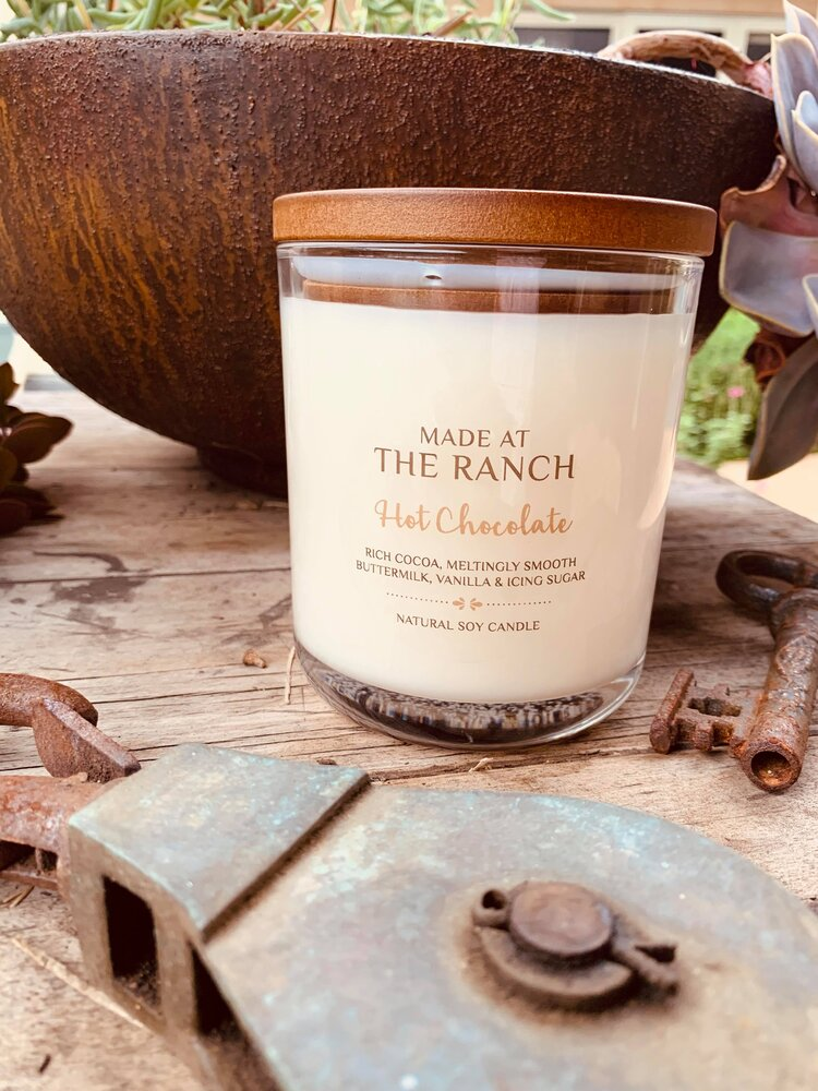 Get your senses going with this delicious Hot Chocolate Candle   www.raggedy-bits.com   #raggedybits #soycandles #homedecor #vintage #farmhouse