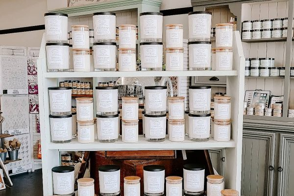 Sharing the best way to get the most out of your candles | www.raggedy-bits.com | #raggedybits #candle #candlecare #DIY #homedecor