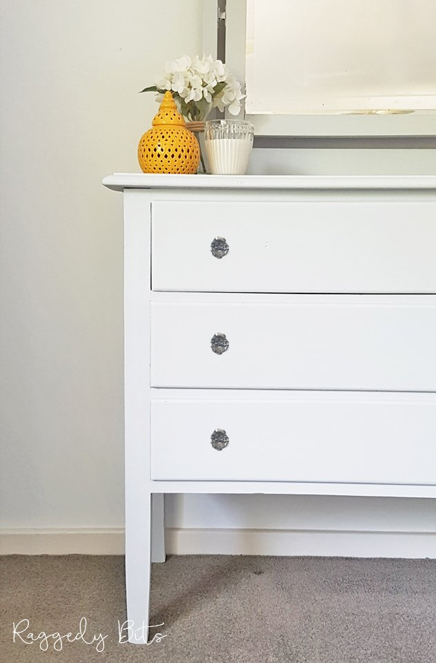 Sharing how to breath some new life into an old Vintage Farmhouse Dresser using Fusion Mineral Paint - Sterling | How To Paint A Vintage Dresser | www.raggedy-bits.com | #raggedybits #DIY #vintage #farmhouse #furniture #fusionmineralpaint