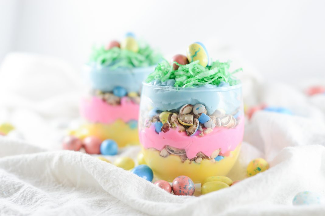 Easter Dessert Robins Egg Cheesecake Cups which is a feature for Waste Not Wednesday-198 by Mama Of Many Blessings | www.raggedy-bits.com