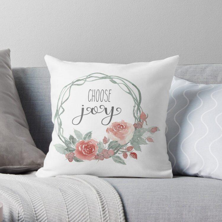 Freshen up your home with this Farmhouse Choose Joy Cushion | www.raggedy-bits.com | #raggedybits #cushion #farmhouse #homedecor