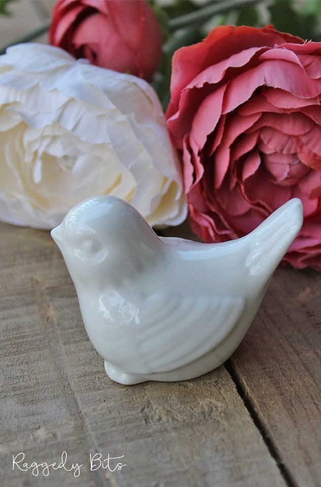Decorate with these sweet Vintage Farmhouse Ceramic Birds | www.raggedy-bits.com | #raggedybits #bird #homedecor #farmhouse #vintage