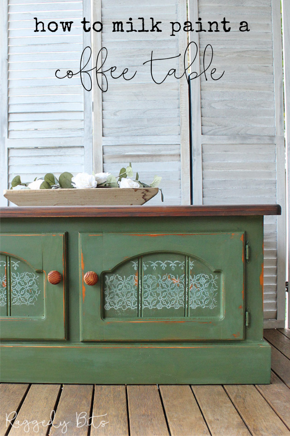 Goodbye orange pine! Sharing how to milk paint and stamp a coffee table to give it a fresh new look | www.raggedy-bits.com | #raggedybits #diy #mmsmilkpaint #boxwood #paintedfurniture #stamped #farmhouse #repurpose #upcycle
