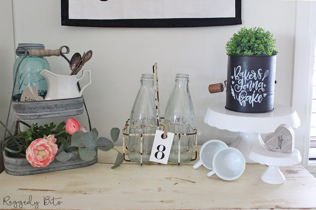 Sharing a fun way on how to Upcycle a Farmhouse Sifter using Fusion Mineral Paint and a stencil | www.raggedy-bits.com | #raggedybits #upcycle #diy #farmhouse #repurpose #vintage #floursifter