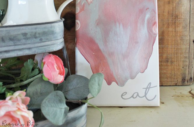 Sharing a fun way to jazz up an old thrifted paddle with paint pouring | How To Upcycle An Old Paddle With Paint Pouring | www.raggedy-bits.com | #raggedybits #DIY #farmhouse #paddle #fusionmineralpaint #paintpour #homedecor