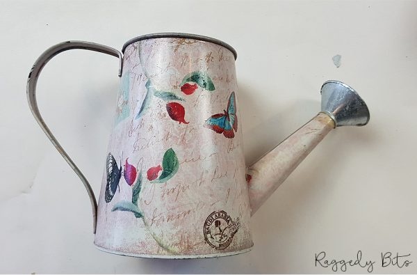 Sharing a fun way to upcycle an old watering can using a decor transfer and black wax | How to Upcycle An Old Watering Can | www.raggedy-bits.com | #raggedybits #DIY #upcycle #fusionmineralpaint #IOD #homedecor #farmhouse
