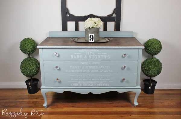 Makeover sideboards can be so much fun. Today I'm sharing How To Upcycle A Sideboard using a White Decor Transfer | www.raggedy-bits.com | #raggedybits #DIY #furnituremakeover #fusionmineralpaint #IODDecorTransfer #Vintage #farmhouse