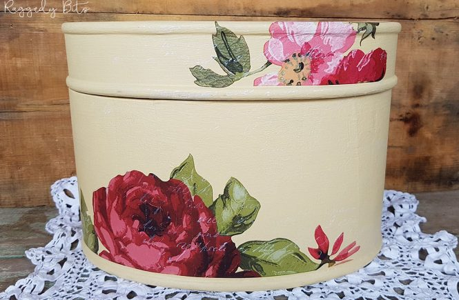 Sharing a fun way to on how to breath some new life into an old hatbox using Fusion Mineral Paint- Buttermilk Cream and IOD Wallflower Decor Transfer | How to Upcycle An Old Hat Box Using Decor Transfers | www.raggedy-bits.com | #raggedybits #diy #upcycle #vintage #IOD #FusionMineralPaint #buttermilk