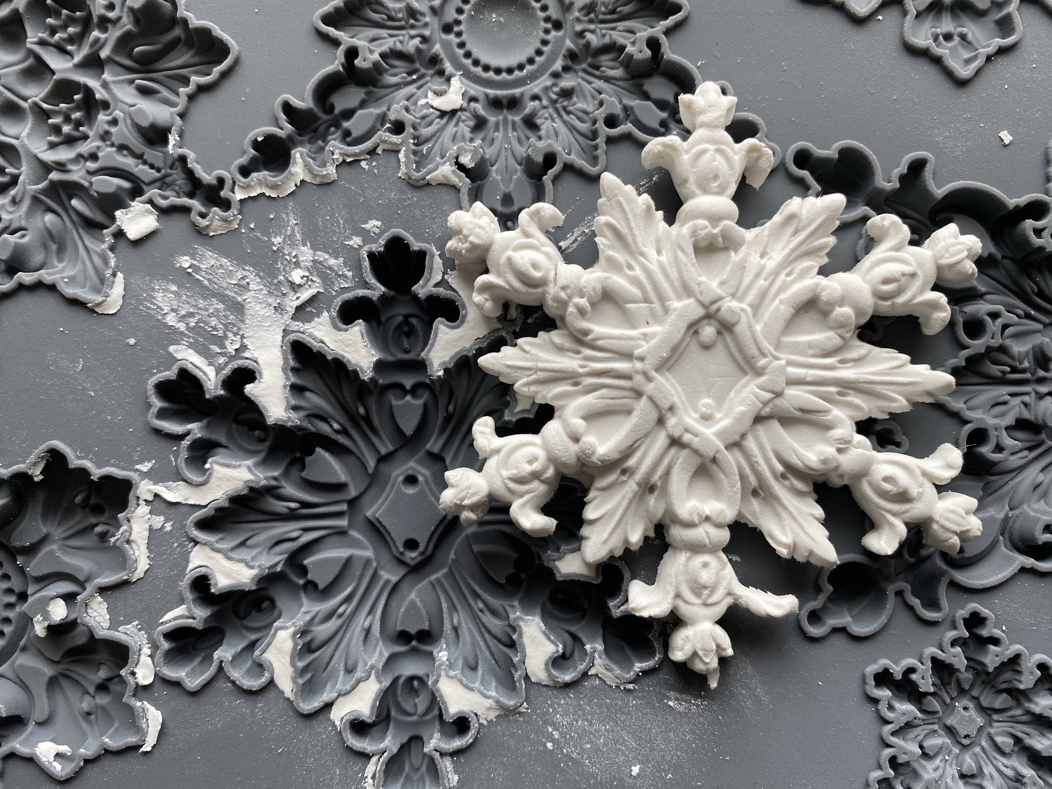 Have fun adding texture to your projects with these Iron Orchid Designs Decor Moulds - Snowflake | www.raggedy-bits.com | #raggedybits #IOD #Snowflake #texture #DIY #Moulds