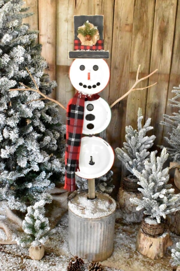 DIY Vintage Lid Snowman which is a feature for Waste Not Wednesday-233 by Tee Diddly Dee | www.raggedy-bits.com