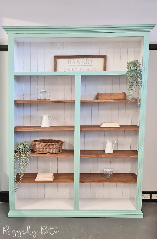 Sharing an easy way on how to paint a Farmhouse Bookshelf using Dixie Belle Silk | www.raggedy-bits.com | #raggedybits #DIY #paintedfurniture #tutorial #dixiebelle #TidePool #VoodoGelStain #TabaccoRoad