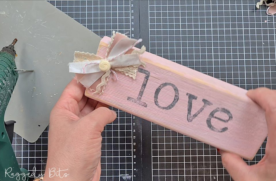How to Make Stamped Farmhouse Wooden Valentines Block Signs | www.raggedy-bits.com | #raggedybits #DIY #valentinesday #homedecor #farmhouse #vintage #sign #dixiebelle #iod