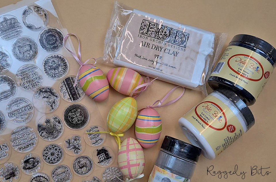 How to Make Faux Vintage Farmhouse Concrete Eggs | www.raggedy-bits.com | #raggedybits #DIY #concrete #eggs #Spring #easter #dixiebellechalkmineralpaint #sweetpickinsmilkpaint #vintage #farmhouse #upcycle