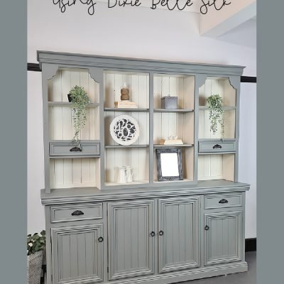 Sharing an easy way on how to paint a Farmhouse Hutch using Dixie Belle Silk | www.raggedy-bits.com | #raggedybits #DIY #paintedfurniture #tutorial #dixiebelle #Wharf #SaltWater #hutch #silk