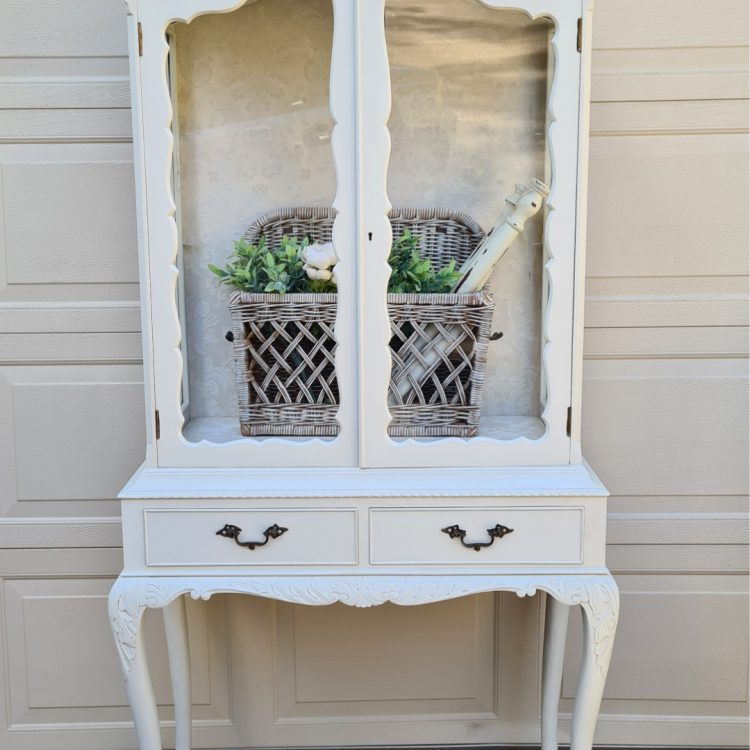 Bring along a small piece of furniture and learn how to paint it from prep to finish | www.raggedy-bits.com | #raggedybits #DIY #workshops #upcycle #repurpose