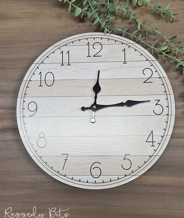 Farmhouse Clock | www.raggedy-bits.com | #raggedybits #rustic #wall #clock #homedecor #farmhouse