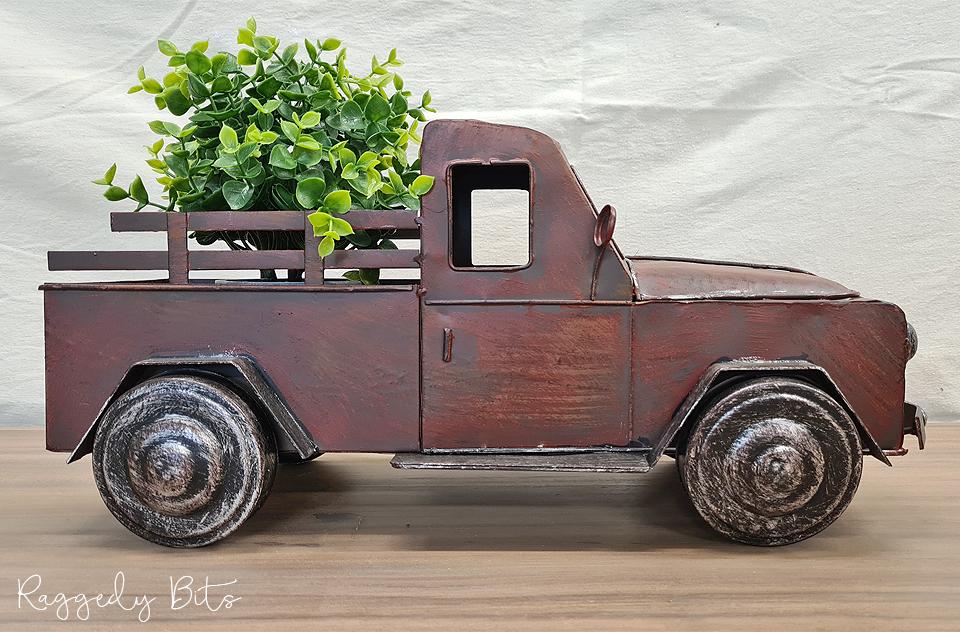 Farmhouse Rustic Red Truck | www.raggedy-bits.com | #raggedybits #red #rustic #truck #homedecor #farmhouse