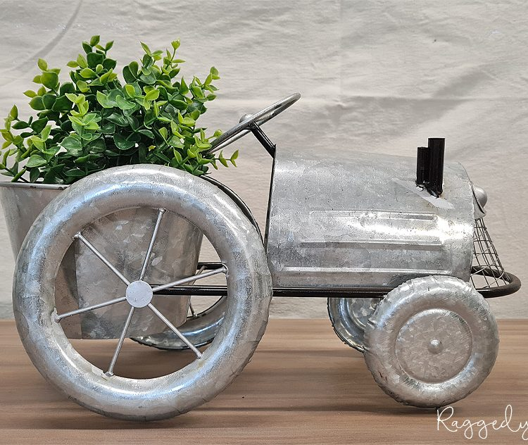 Farmhouse Galvanised Tractor Planter | www.raggedy-bits.com | #raggedybits #planter #rustic #tractor #galvanised #homedecor #farmhouse