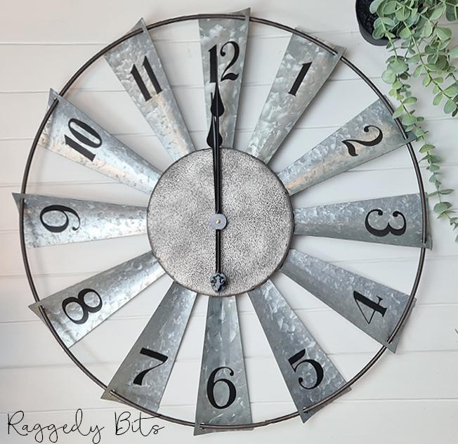 Rustic Farmhouse Windmill Clock | www.raggedy-bits.com | #raggedybits #clock #rustic #windmill #homedecor #farmhouse