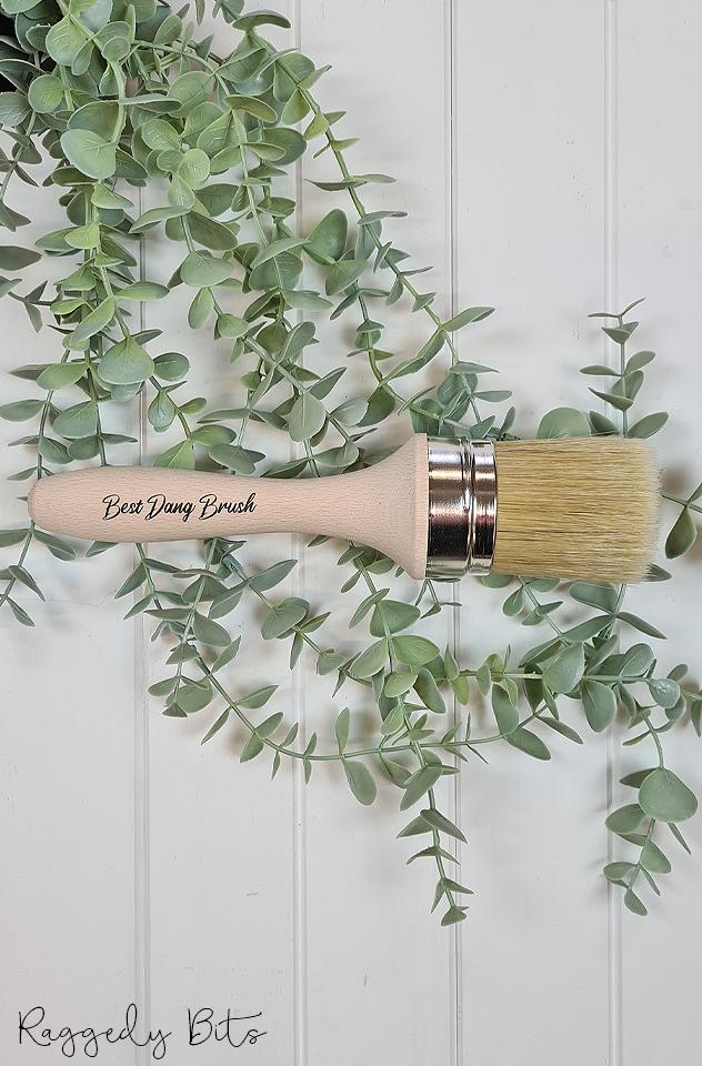 Dixie Belle Chalk Mineral Paint - Best Dang Brush | www.raggedy-bits.com | #raggedybits #DIY #paint #dixiebelle #paintbrush #bestdangbrush