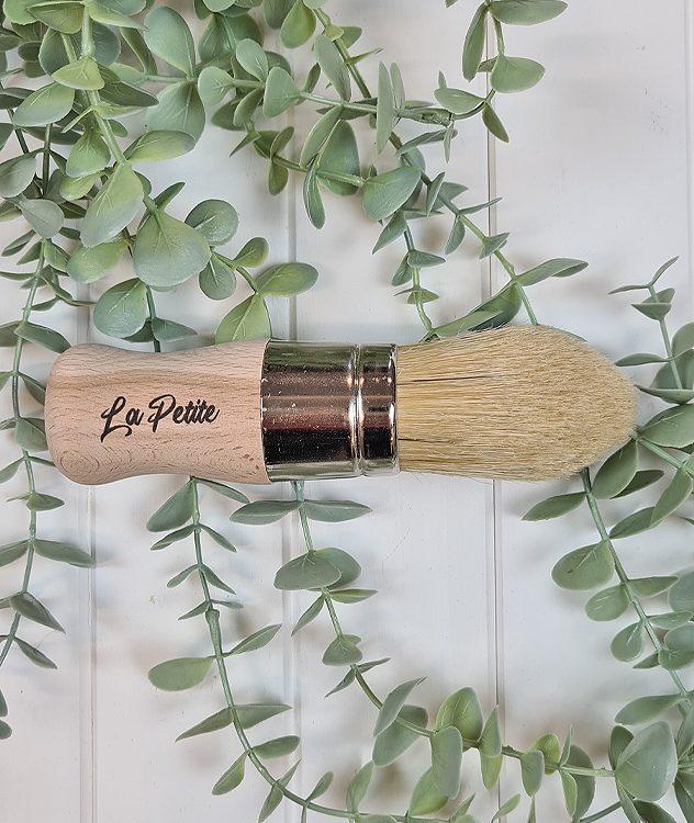 Dixie Belle Chalk Mineral Paint - La Petite Brush | www.raggedy-bits.com | #raggedybits #DIY #paint #dixiebelle #paintbrush #lapetite