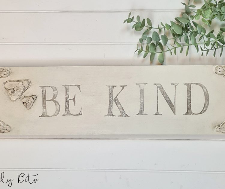 Farmhouse Be Kind Sign | www.raggedy-bits.com #raggedybits #farmhouse #sign #bekind #handmade