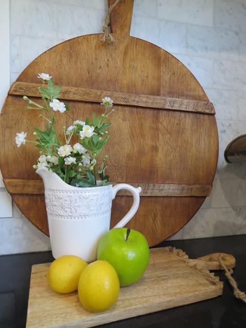 DIY Antique French Breadboard | www.raggedy-bits.com | www.raggedy-bits.com | #raggedybits #diy #antique #breadboard #farmhouse #vintage #repurpose #upcycle