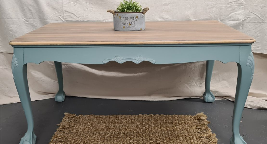 Sharing a super easy way to whitewash a farmhouse table and bring a beautiful old table back to life | www.raggedy-bits.com |#raggedybits #DIY #whitewash #paintedfurniture #fusionmineralpaint #silk #serenity #casement #voodogelstain #tobaccoroad