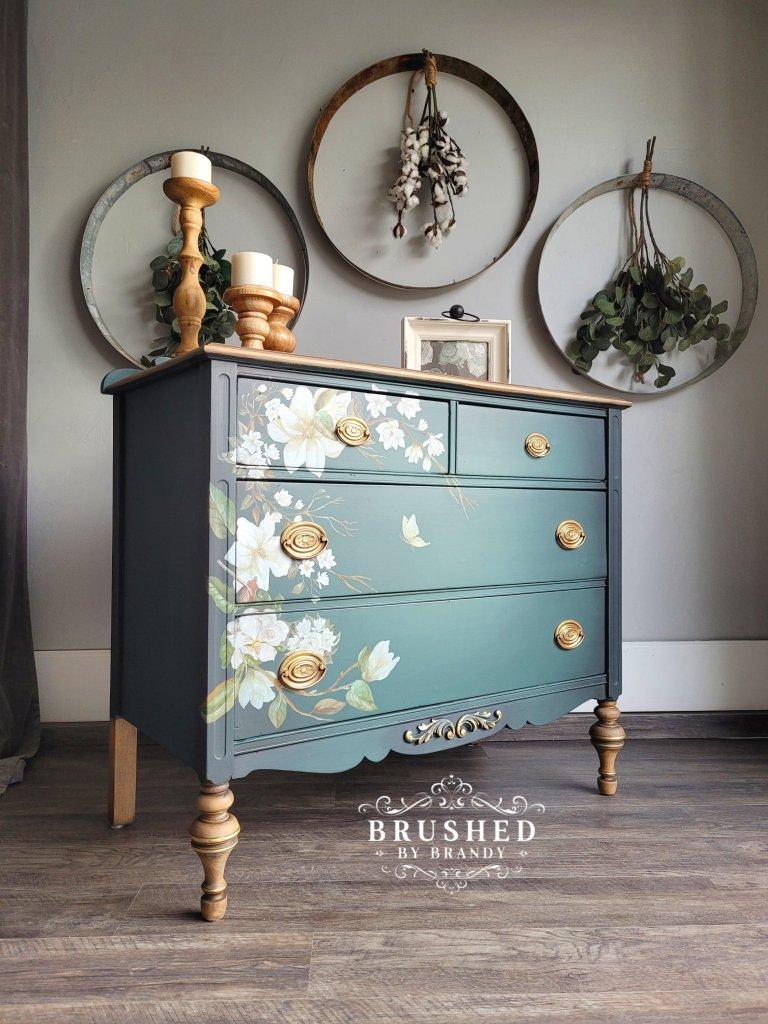 Lush Magnolia Furniture Finish  | www.raggedy-bits.com | #raggedybits #diy #furnituremakeover #farmhouse #vintage #repurpose #upcycle #brushedbybrandy