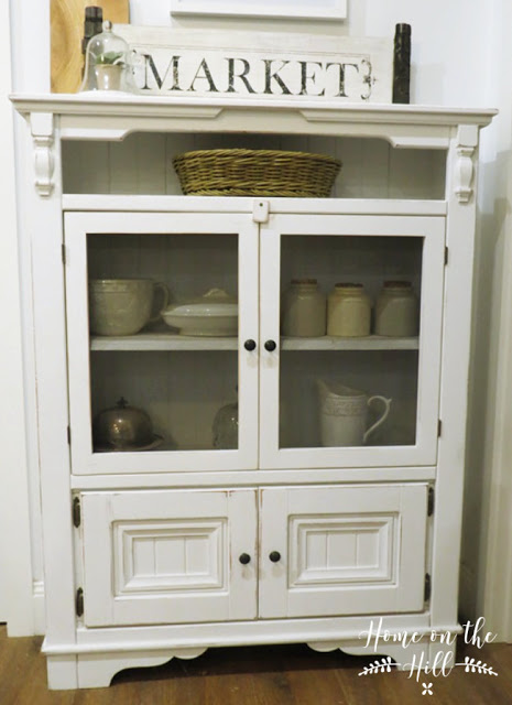 Vintage Pie Safe  | www.raggedy-bits.com | #raggedybits #diy #furnituremakeover #farmhouse #vintage #repurpose #upcycle #homeonthehill