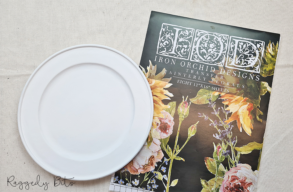 Sharing an easy way to upcycle a thrifted wooden plate using a decor transfer   www.raggedy-bits.com   #raggedybits #diy #thriftshop #upcycle #IOD #decortransfer #painterlyflorals