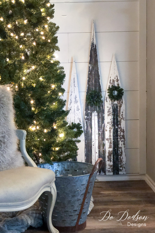 DIY Christmas Churches  | www.raggedy-bits.com | #raggedybits #diy #christmas #farmhouse #vintage #repurpose #upcycle #dododsondesigns