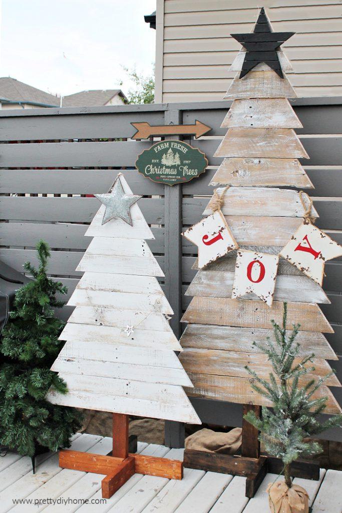 DIY Pallet Christmas Trees  | www.raggedy-bits.com | #raggedybits #diy #christmasinjuly #farmhouse #vintage #repurpose #upcycle #prettydiyhome