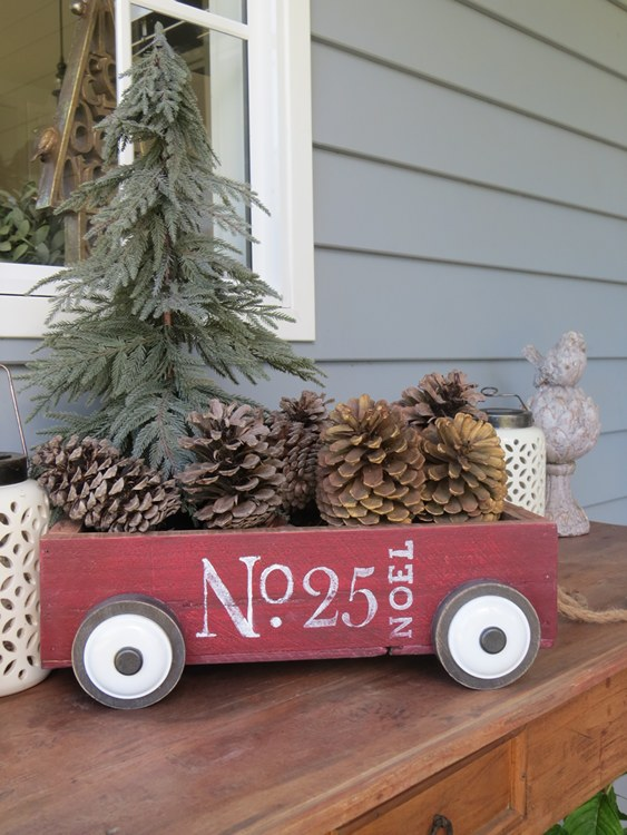 Little Red Christmas Wagon  | www.raggedy-bits.com | #raggedybits #diy #christmas #farmhouse #vintage #repurpose #upcycle #homeonthehill